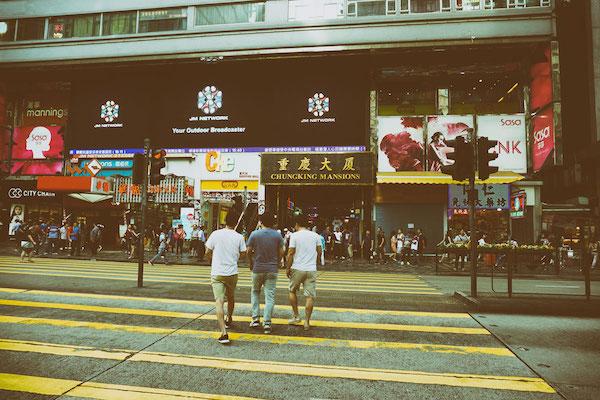 ここ重慶大厦はドバイ在住の私には非常にファミリアな匂いが漂っていた