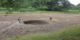 7 lubang besar yang tiba-tiba muncul secara misterius