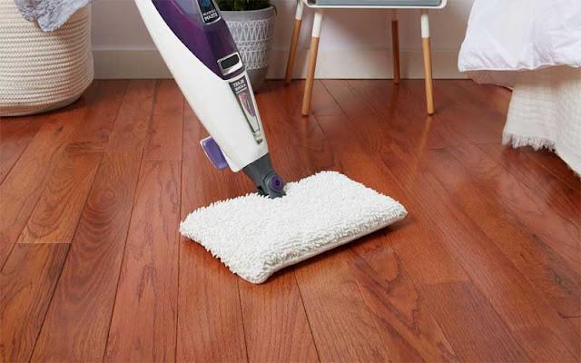 Lantai kayu cukup mudah di rawat dan dibersihkan