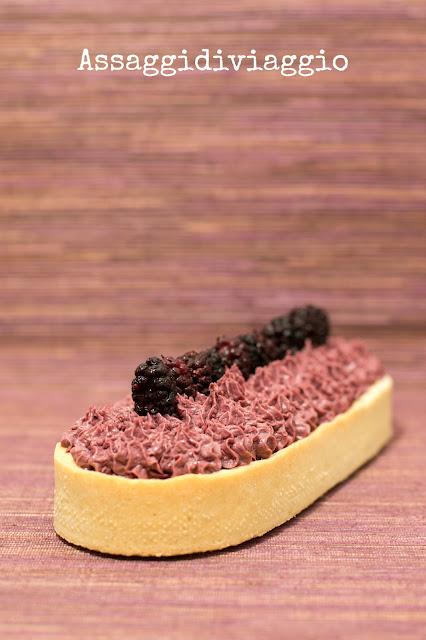 Crostata alle mandorle con cremoso di gelsi alla violetta