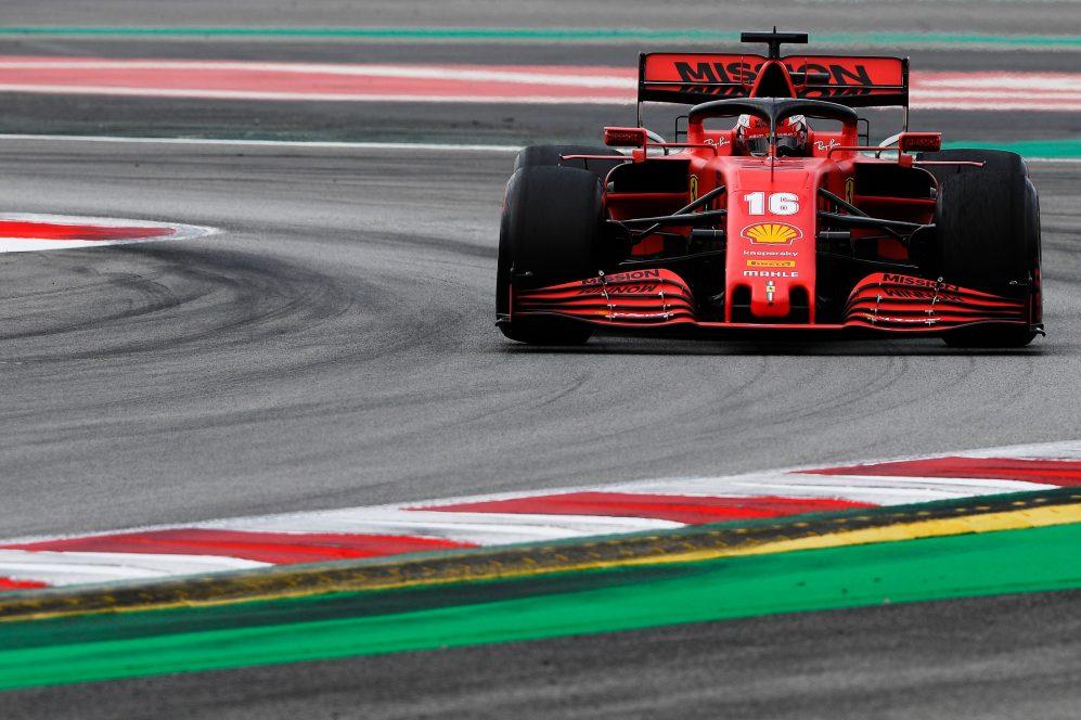 A nova Ferrari é certamente mais rápida nas curvas