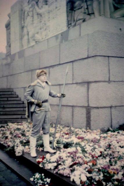 18 ноября 1988 года. Рига. Возле монумента Свободы