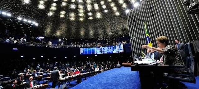 Dilma afirma ser vítima de golpe parlamentar em sessão no Senado