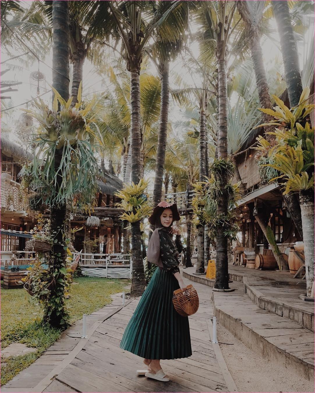 Outfit Rok Untuk Hijabers Ala Selebgram 2018 loafers and slip ons sandals krem muda hijab pashmina diamond krem muda top blouse kemeja hitam topi coboy handbags bambu rotan coklat broomstick skirt hijau tua ootd trendy