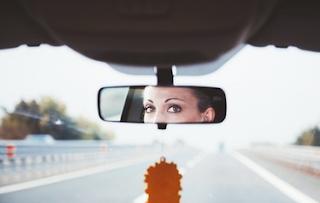 смотреть в зеркало