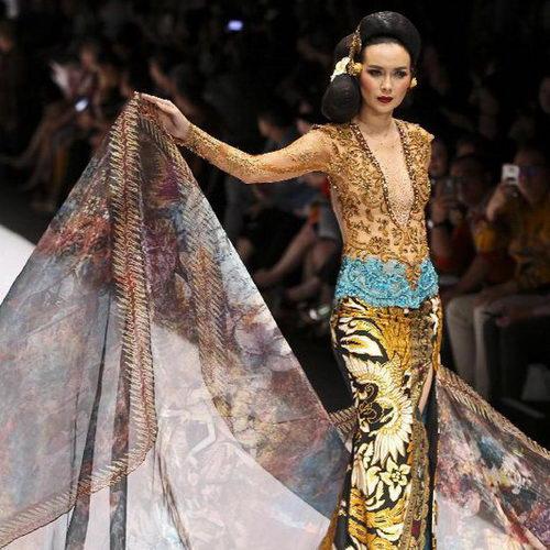 www.Tinuku.com JFW 2017, Anne Avantie brings Bali songket exotic in Kebaya fashion collection Jangi Jareng