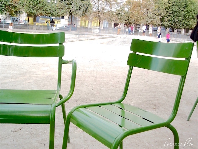 green-metal-paris-park-chairs