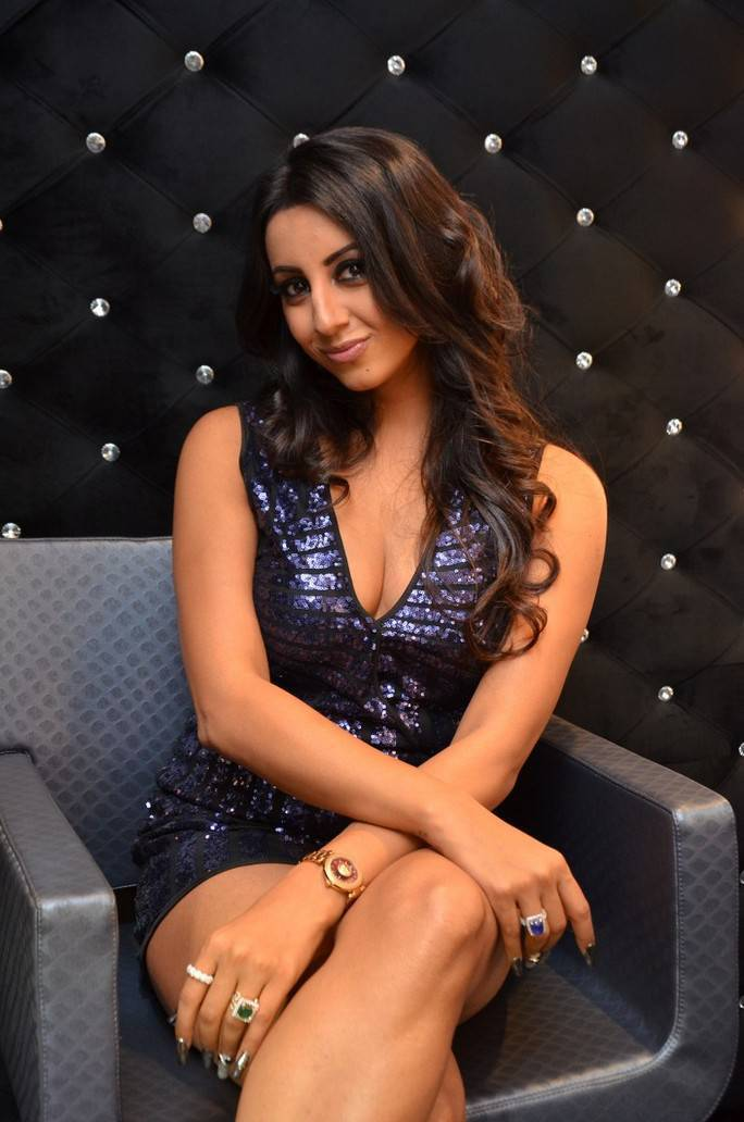 Sanjjanaa Stills At Mirrors Luxury Salons Launch