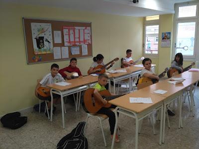 Clases de Guitarra. Colegio Maria Auxiliadora.Zaragoza