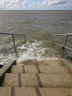 Steintreppe hinab in die Nordsee