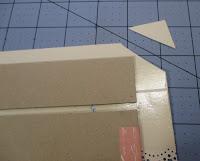 cortamos las esquinas del papel del lomo para forrar el libro de firmas