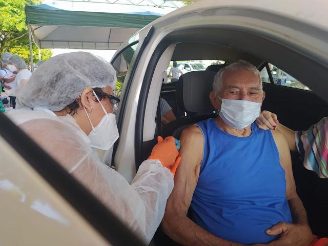 Paulo Câmara anuncia ampliação da vacinação para idosos acima de 60 anos de idade em todo o Estado