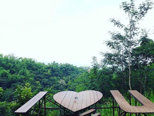 Spot Foto I Love U Claket Adventure Park Pacet Tarif Rp 10.000