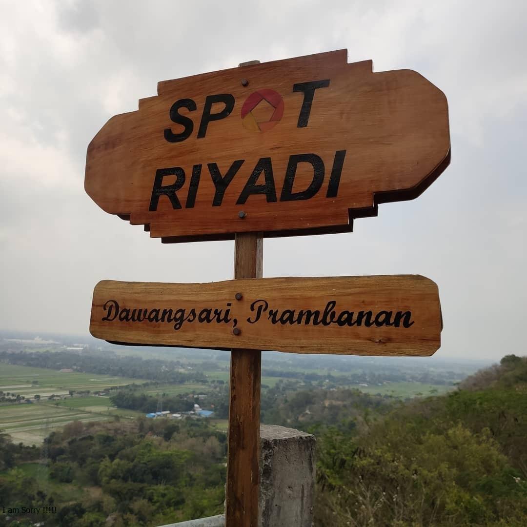 Gardu Pandang Spot Riyadi Jogja