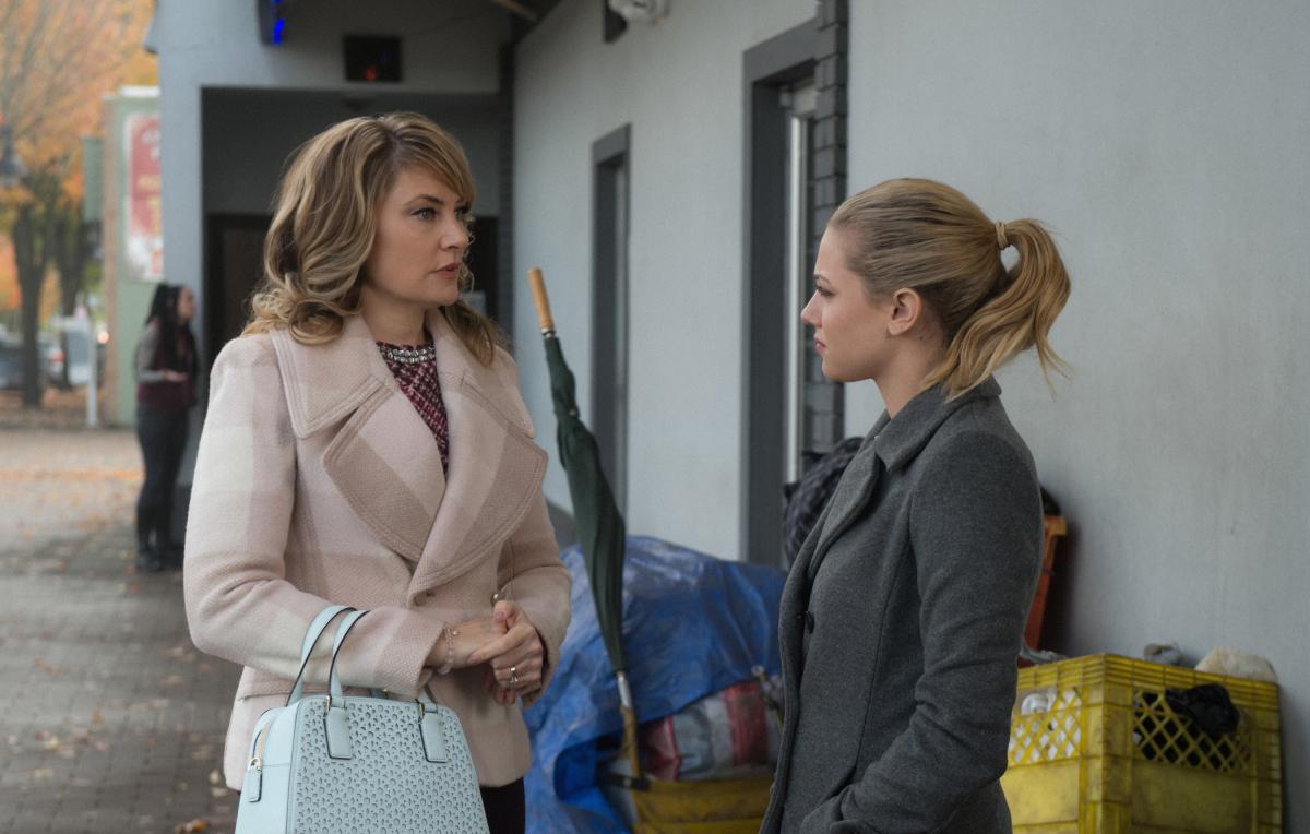 Lili Reinhart y Mädchen Amick en Riverdale de The CW