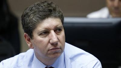 Ministro de Hacienda llamó a la prudencia ante desenfrenada alza del precio del cobre