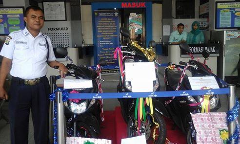 Tiga Wajib Pajak Samsat Depok Raih Sepeda Motor