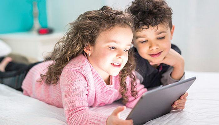 बच्चों की दृष्टि स्क्रीन से प्रभावित होती है