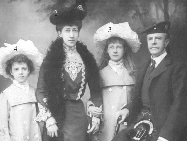 duke and duches of Fife with daughters