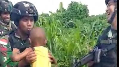 Anak Balita Papua Menangis Tak Mau Ditinggal Prajurit Satgas Yonif 413 Kostrad