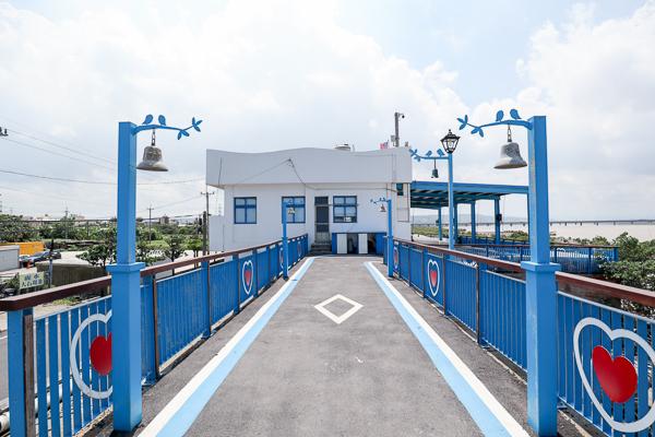 台中龍井麗水漁港藍白希臘風麗水驛站,龍井自行車道拍彩虹廊道
