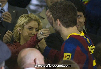 sexy Shakira with new boyfriend gerard pique