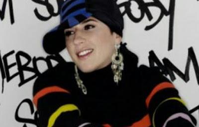 Rapper Cantik Masuk Islam. Sama seperti halnya yang dialami oleh seorang rapper wanita terkenal di Perancis bernama Melanie Georgiades. Rapper yang akrab disapa Diam ini sudah memulai karirnya sejak tahun 1994 bersama dengan sebuah grup amatir. Namun karena memiliki suara yang khas, Diam pun akhirnya mendapatkan sejumlah penghargaan dalam bidang musik.