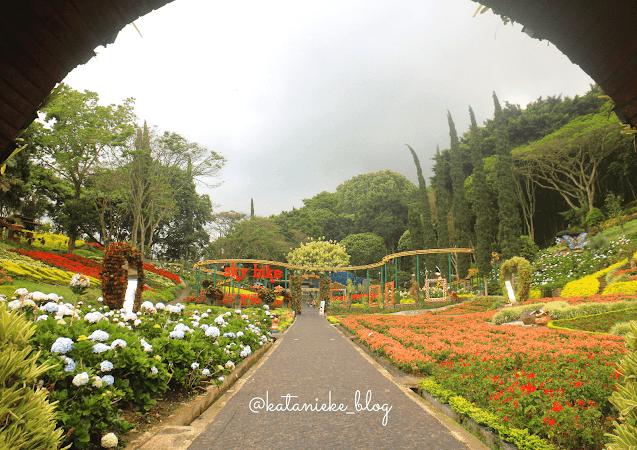 Taman bunga di taman Selecta, Batu, Jawa Timur