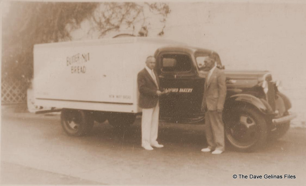 30 Vintage Photos Of Bakery And Bread Trucks From Between The 1930s