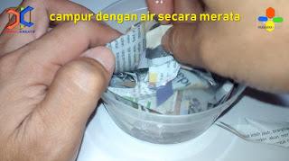 Kertas koran dicampur dengan air