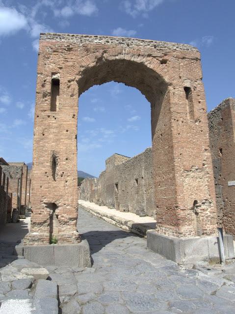 Odkryj zaginione miasto Pompeje
