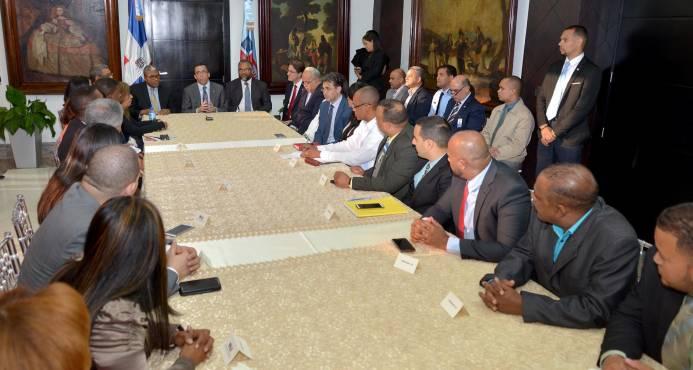 """Diálogo entre ADP y Educación está en """"veremos""""; sectores apoyan al ministro"""