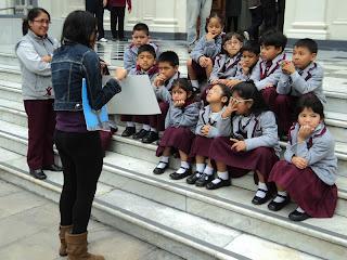 Crianças na Entrada do MALI (Museo de Arte de Lima)