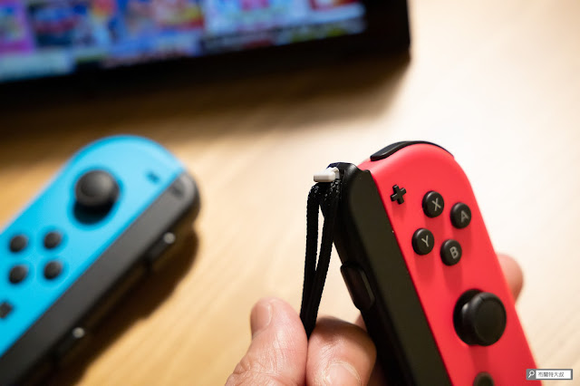 【生活分享】Switch Joy-Con 控制器腕帶「裝反」這樣處理 - 釋放鎖定並調整腕帶