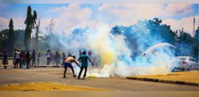 Police Fires Teargas At #EndSARS Protesters In Abuja