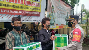 Kapolsek Baleendah Polresta Bandung Bagikan Bingkisan Buat Purnawirawan TNI dan Polri