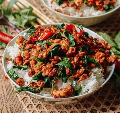 10-MINUTE THAI BASIL CHICKEN (EASY GAI PAD KRAPOW) #thairecipes #restaurantfood