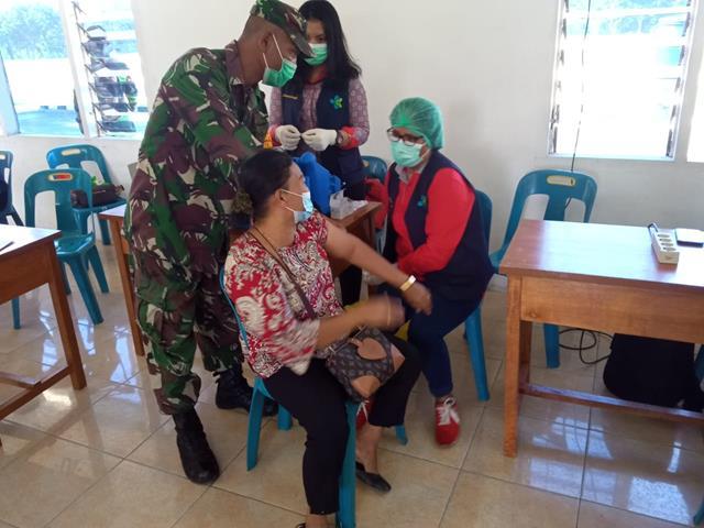 Dalam Rangka Vaksinasi Diwilayah Binaan, Personel jajaran Kodim 0207/Simalungun Turut Dampingi Pelaksanaannya