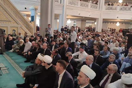 Salat Jumat di Masjid Agung Moskow Berdoa untuk Palestina