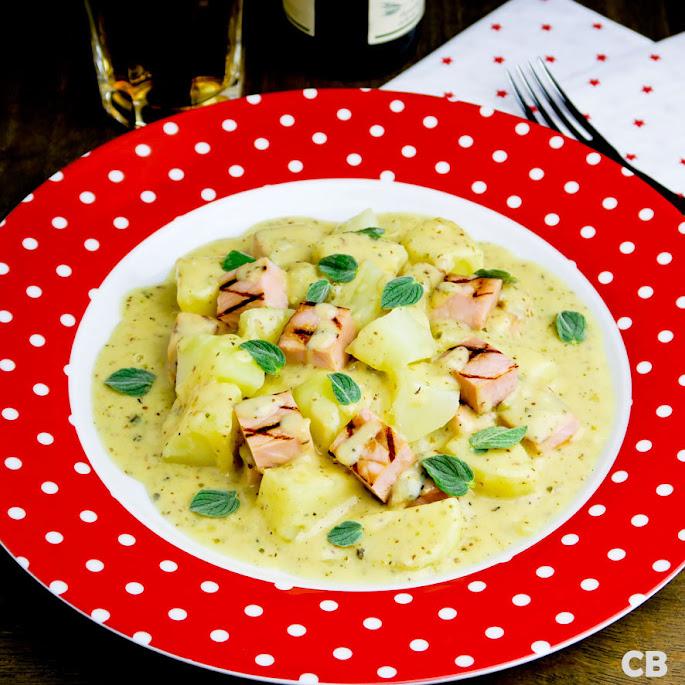 Recept Romige ovenschotel met gegrilde casselerrib, aardappels en mosterdsaus