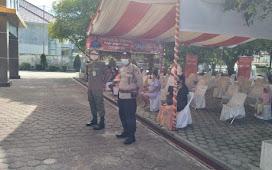 Personel Polsek Pahandut Amankan Jalannya Vaksinasi di Gedung TP PKK Provinsi Kalimantan Tengah