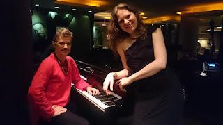 Martie sobe ao palco ao lado do pianista Marcos Nimrichter no Novo Mundo