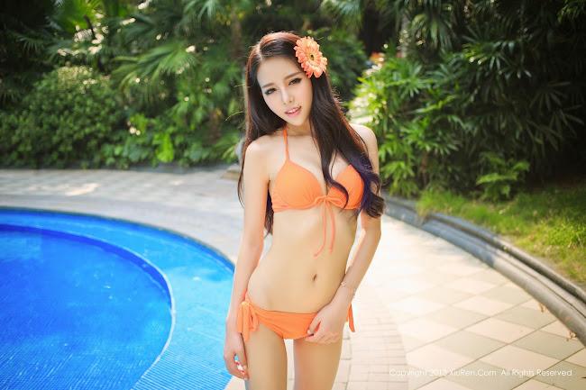 Hình Em Girl Xinh Diện Bikini Bên Hồ Bơi Cực Xinh