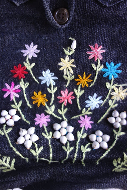embroidery, embroidered bag, lazy daisy, Bangkok souvenir, blah to TADA, handmade bag, sewing crafts, floral embroidery, flowers