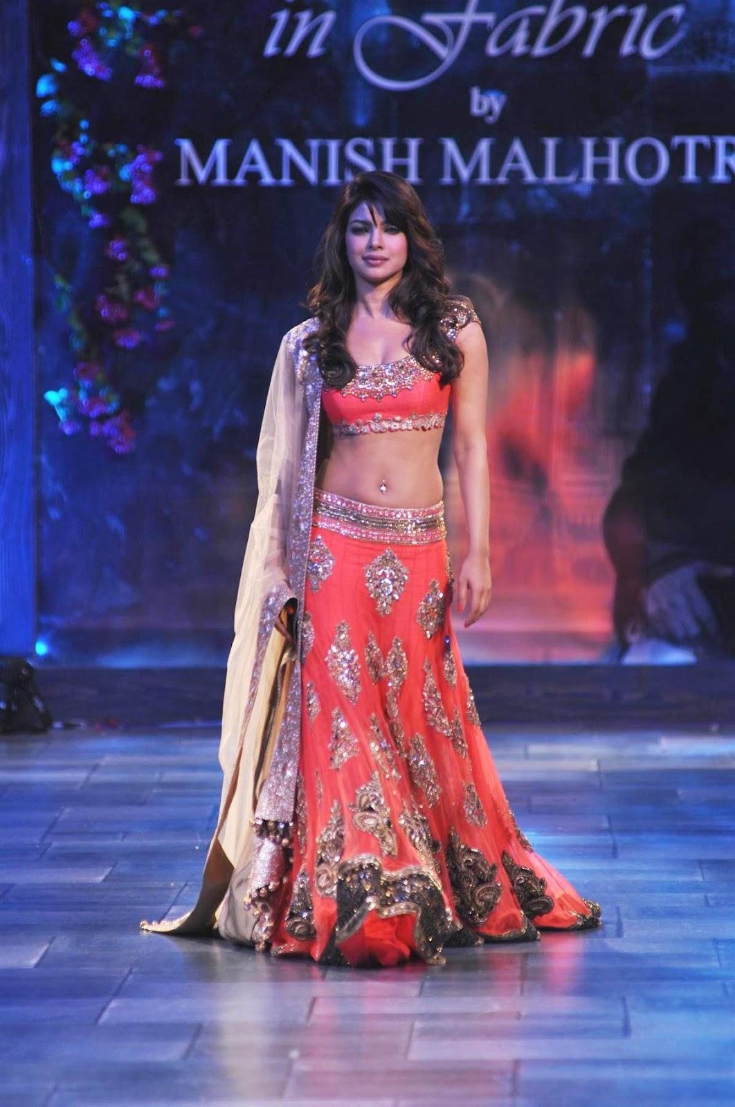 Priyanka Chopra Hot In Manish Malhotra Saree Show In Mumbai