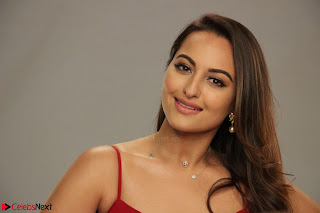 Sonakshi Sinha stunning Red Gown at Nach Baliye Season 8 interview 014.JPG