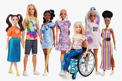 Aparecen muñecas calvas de Barbie