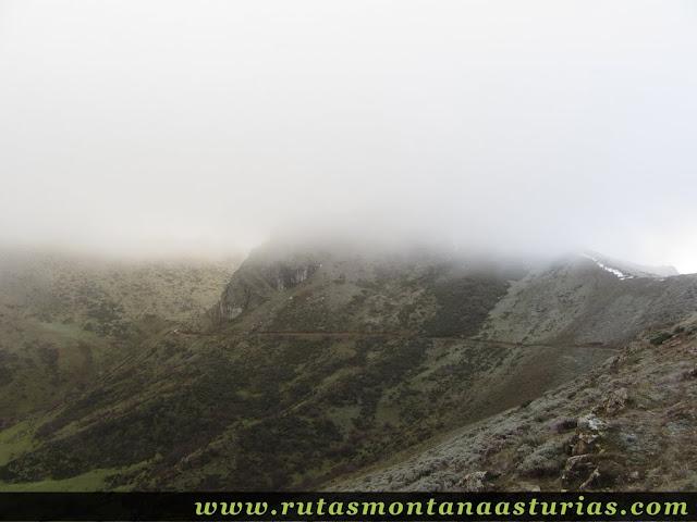 Ruta al Cerro Pedroso: Pista sobre el valle de Valmeán