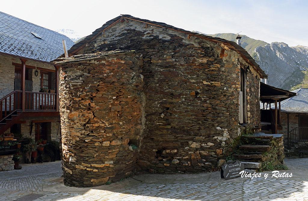 Casas con forma redondeada de Peñalba de Santiago