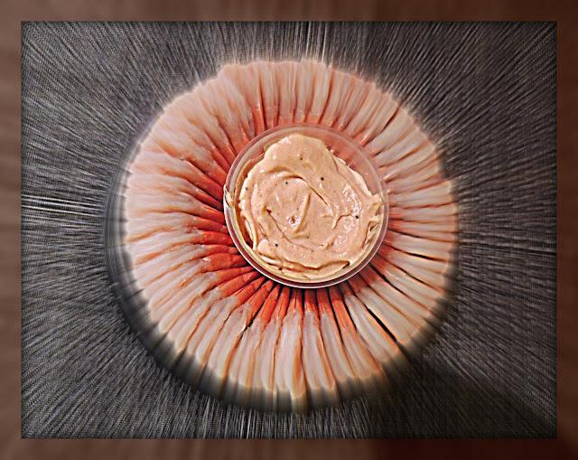 Típico anillo de Langostinos con Salsa Rosa casera.